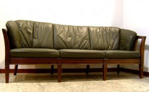 尼崎市にてマルニ木工「地中海ロイヤル」のソファーをお買取させていただきました。