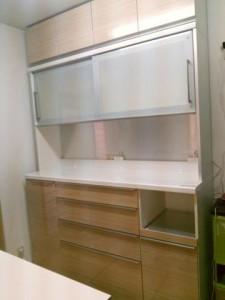 芦屋市にて洗練性が特徴的なパモウナ家具の食器棚をお買取してきました