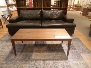 神戸市東灘区にてデザイン家具をはじめ数多くの品揃えで知られるアクタスのテーブルを買取してきました